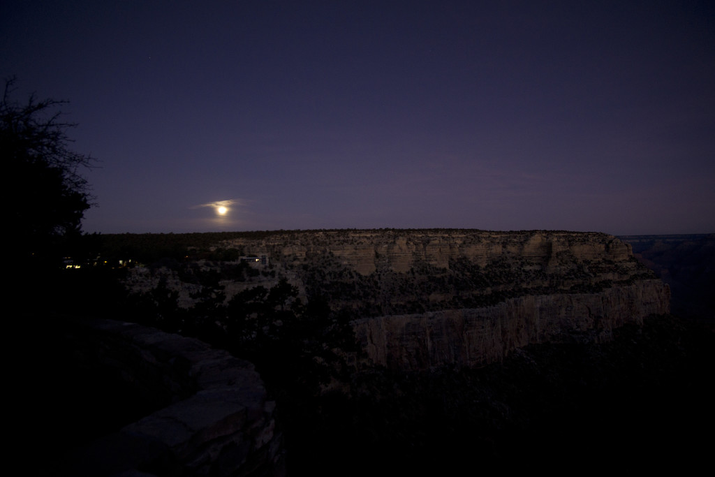 Moonsets as the Canyon wakes by joysabin