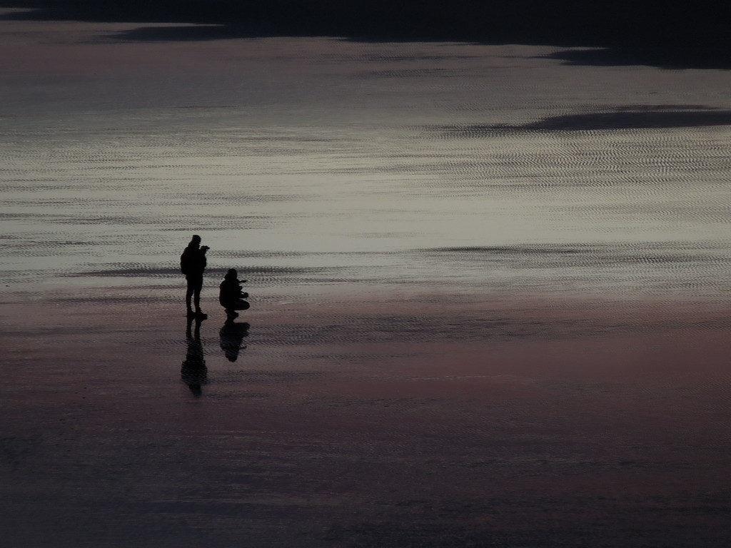 Photographers at dawn (1) by etienne