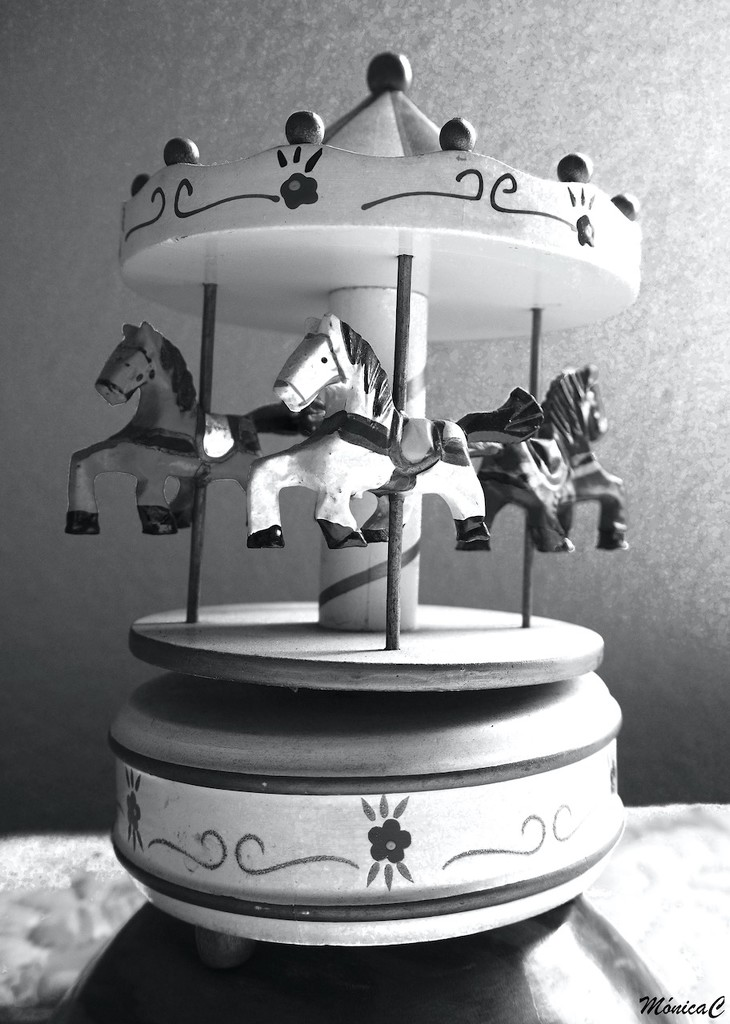 Merry-go-round by monicac