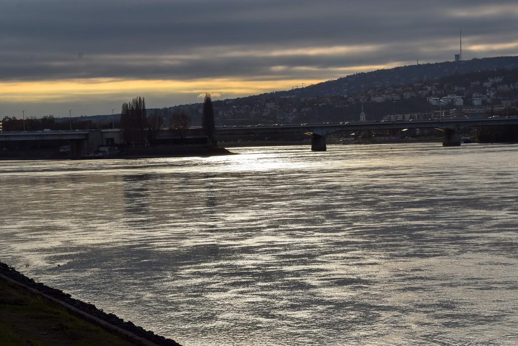 Walk along the Danube ....... by kork
