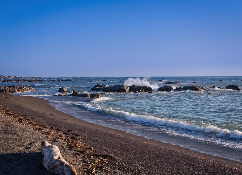 Rocky coastline by kiwinanna