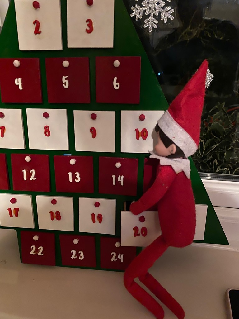 Elf now seeking gifts from advent by bizziebeeme