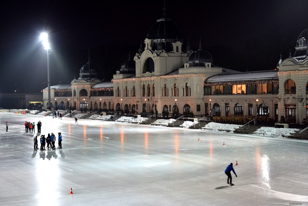 The ice rink opened in days by kork