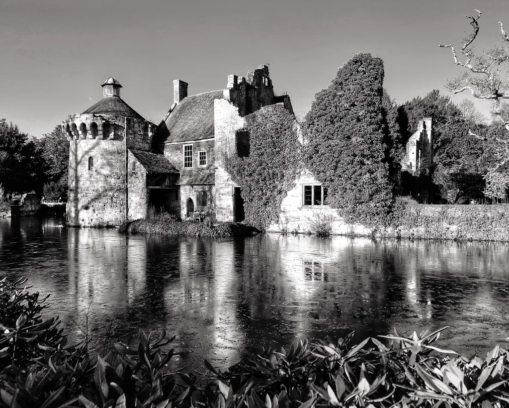 Scotney Old Castle Take 2 by suesmith