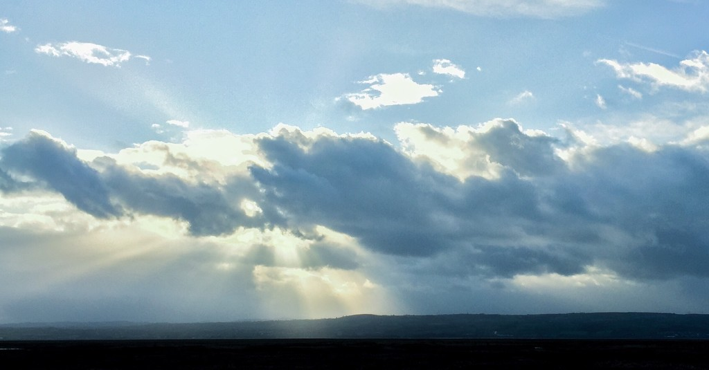 Crepuscular Rays by imnorman