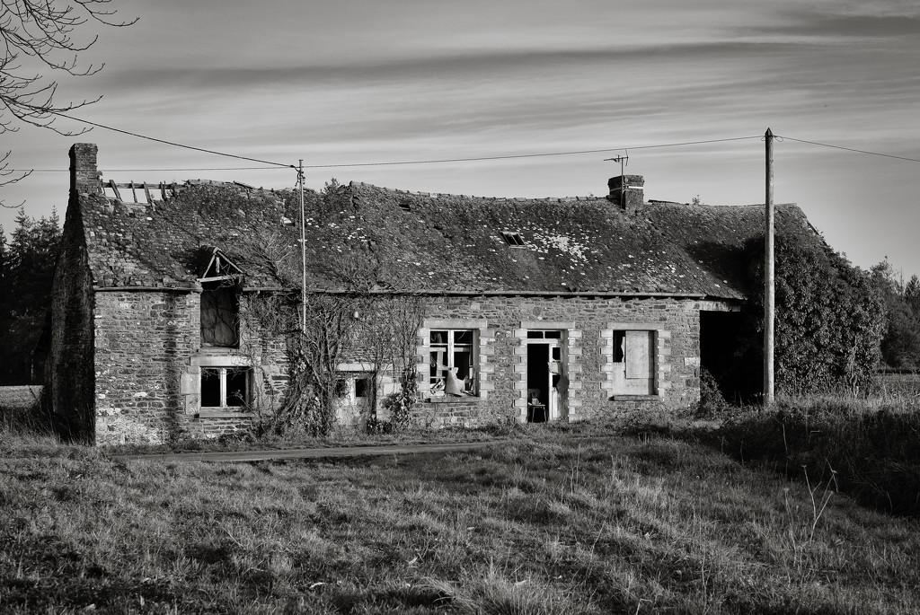 'The' Farmhouse... by vignouse