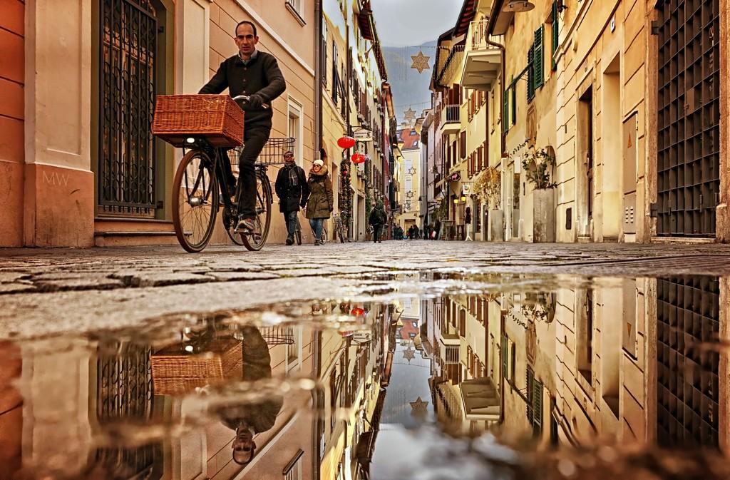 2019-12-10 pozzanghera / puddle in Bolzano  by mona65