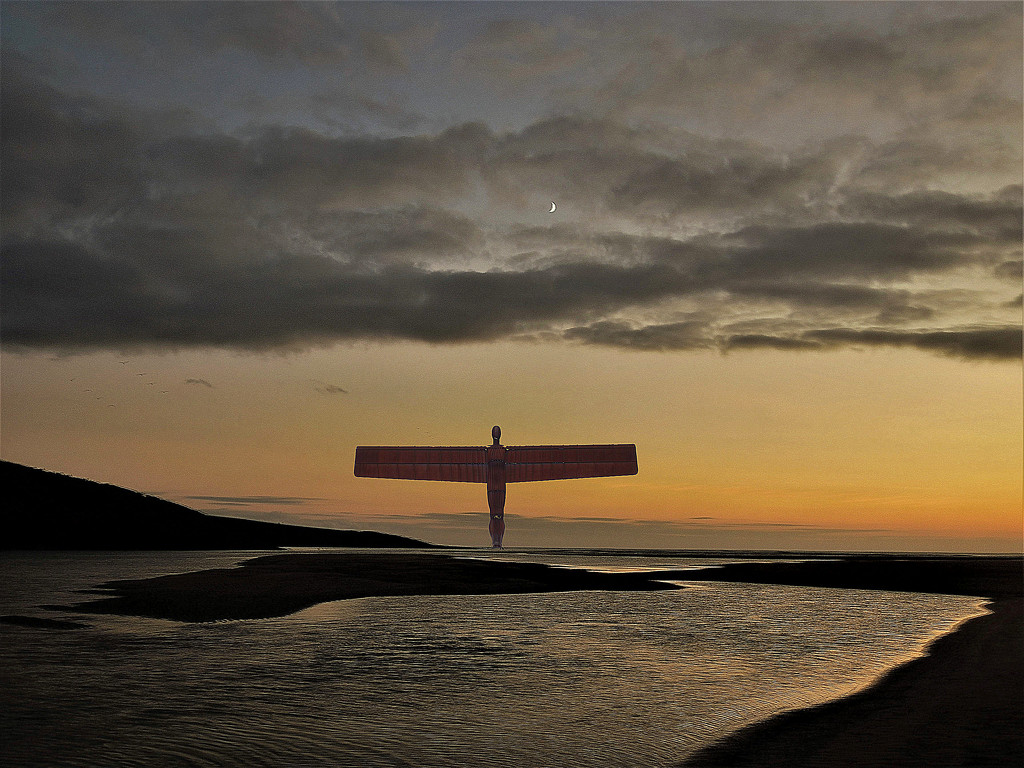 The Angel of the North protecting the Inchydoney channel by etienne