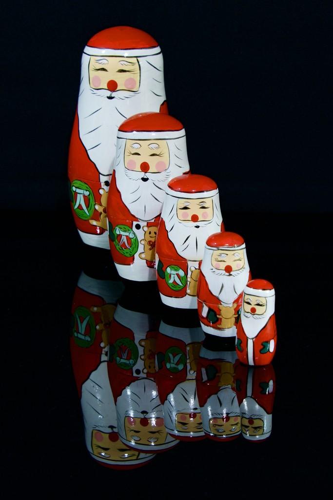 Nesting Santas _DSC9213 by merrelyn