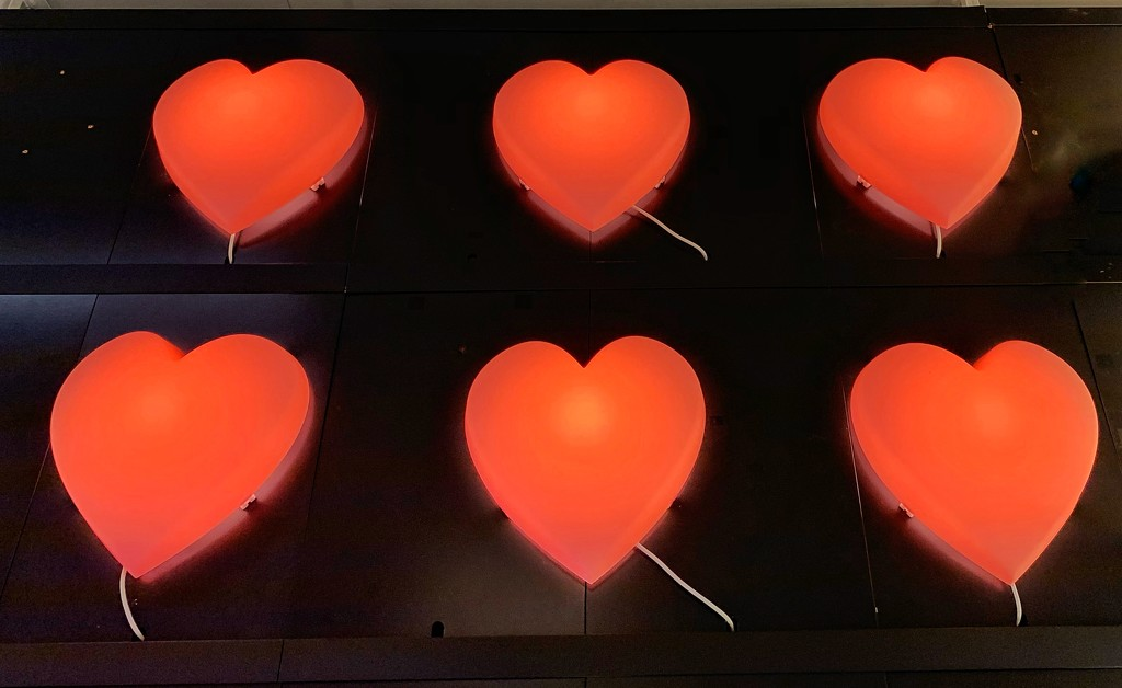 Six red hearts.  by cocobella