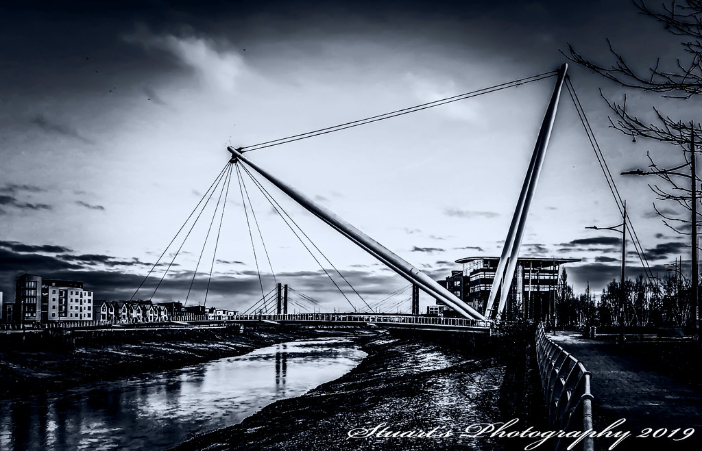 Footbridge in mono  by stuart46