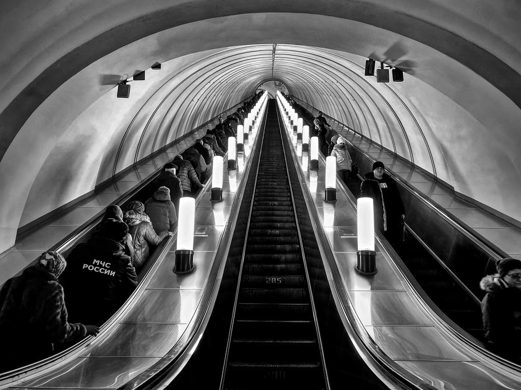 Moscow Metro by jyokota