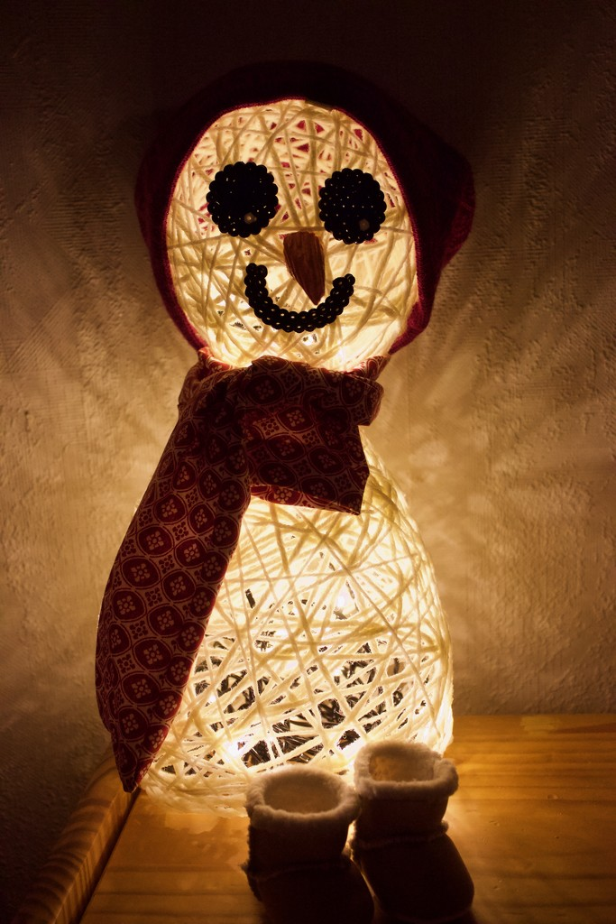 Creepy snowman by huvesaker