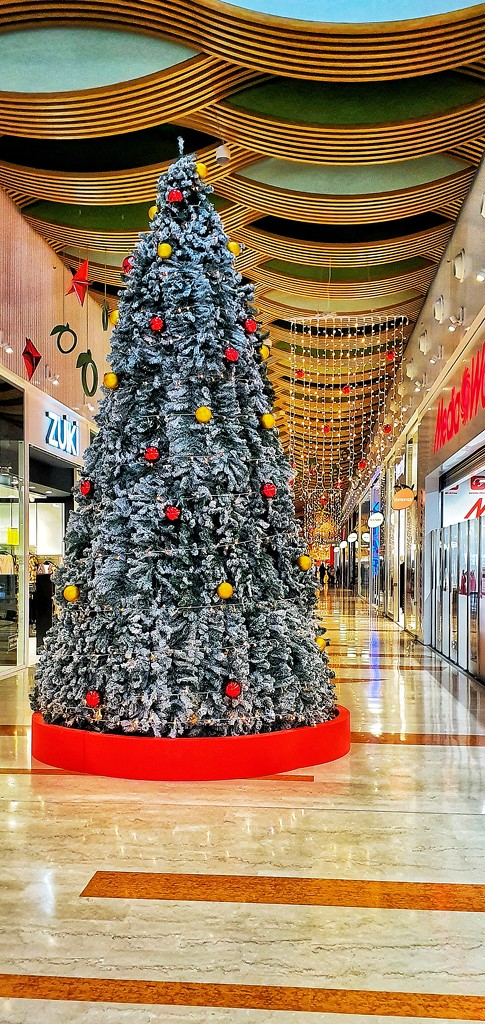 Christmas decorations into a shopping mall by spectrum