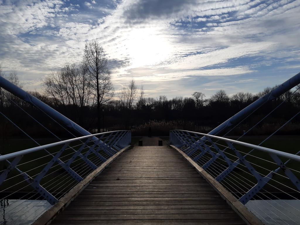 28th Dec bedford footbridge by valpetersen