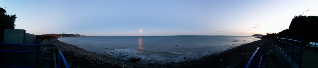 Moon & sea by m2016