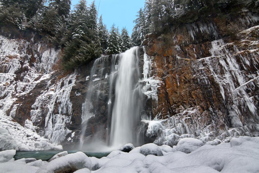 Frozen Franklin Falls by teriyakih