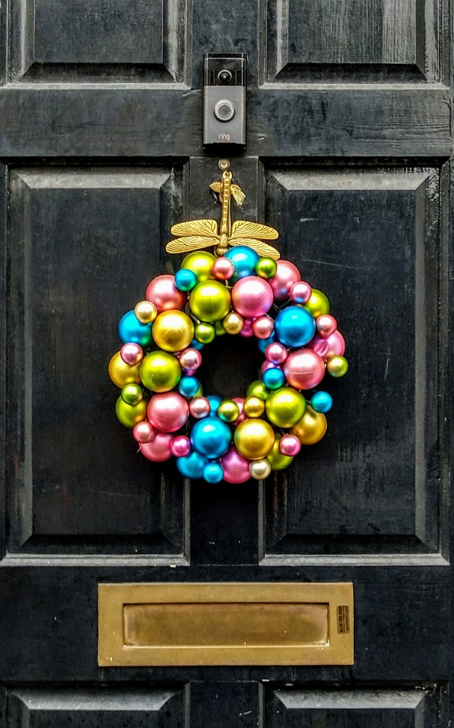 Christmas bauble wreath by boxplayer