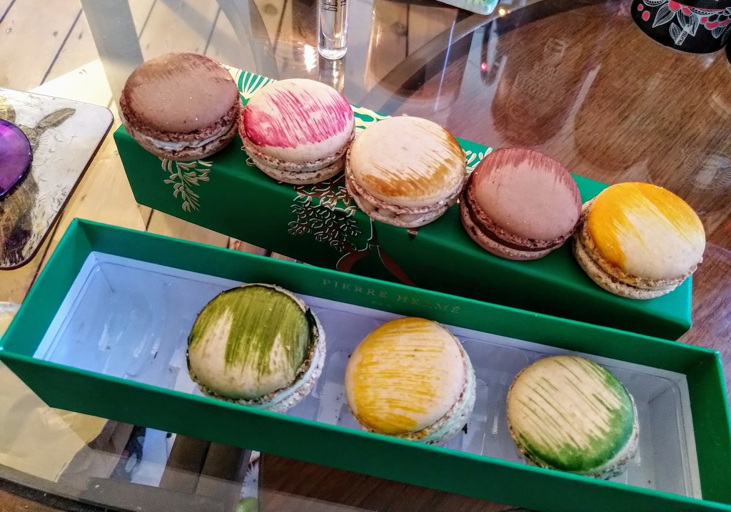 Achingly posh macaroons by boxplayer