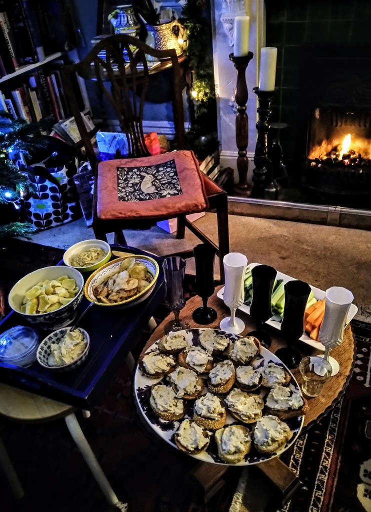 Crostini and nibbles by the fire by boxplayer