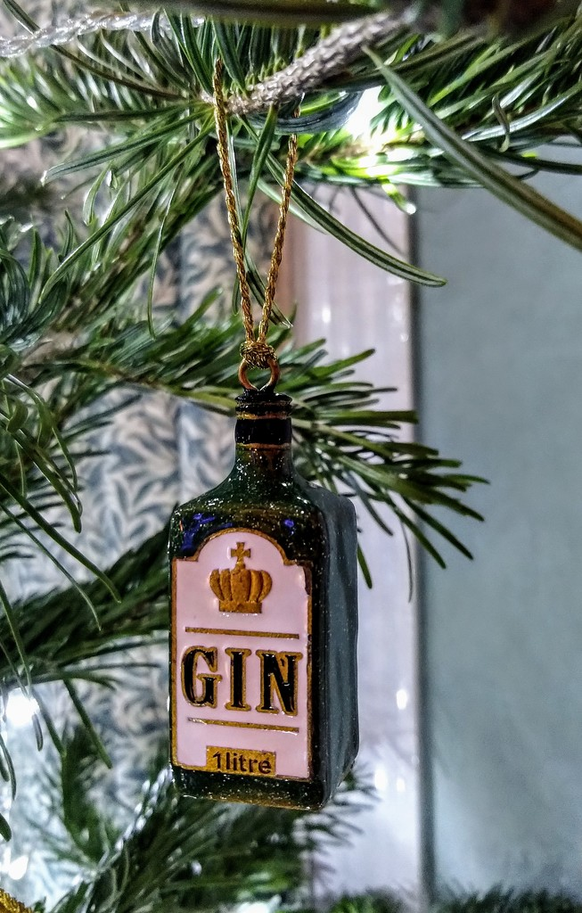 Gin bauble by boxplayer