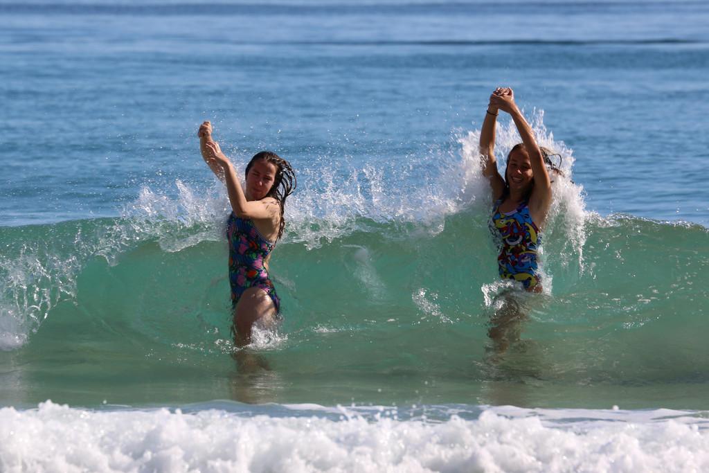 Big waves! by ingrid01