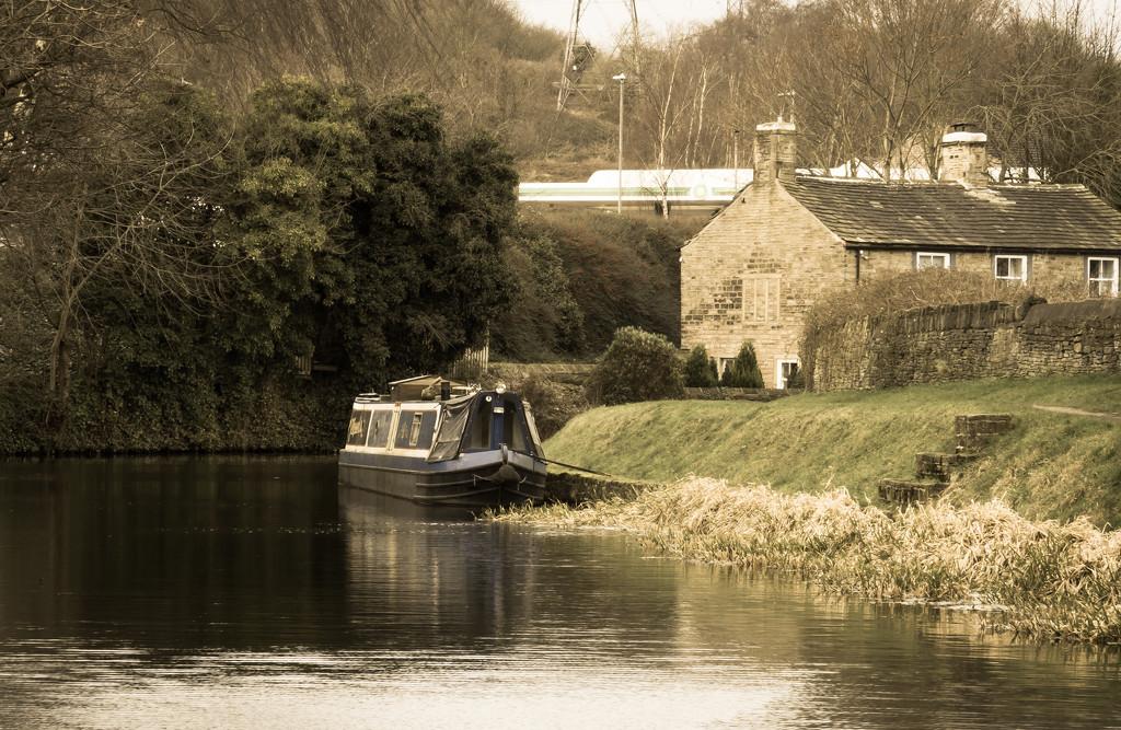Huddersfield Broad Canal by peadar