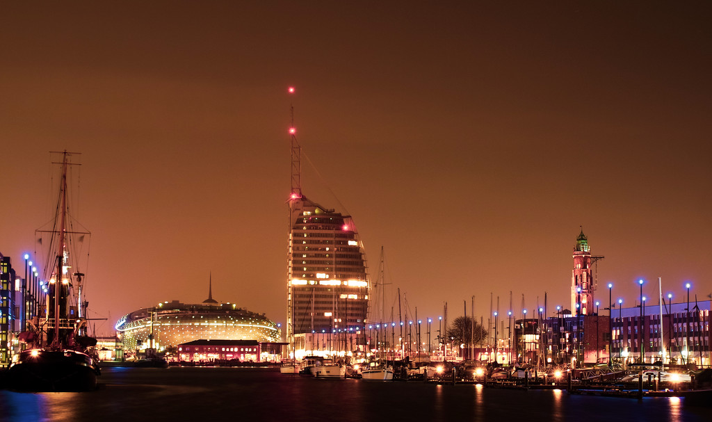 Bremerhaven at Night by toinette