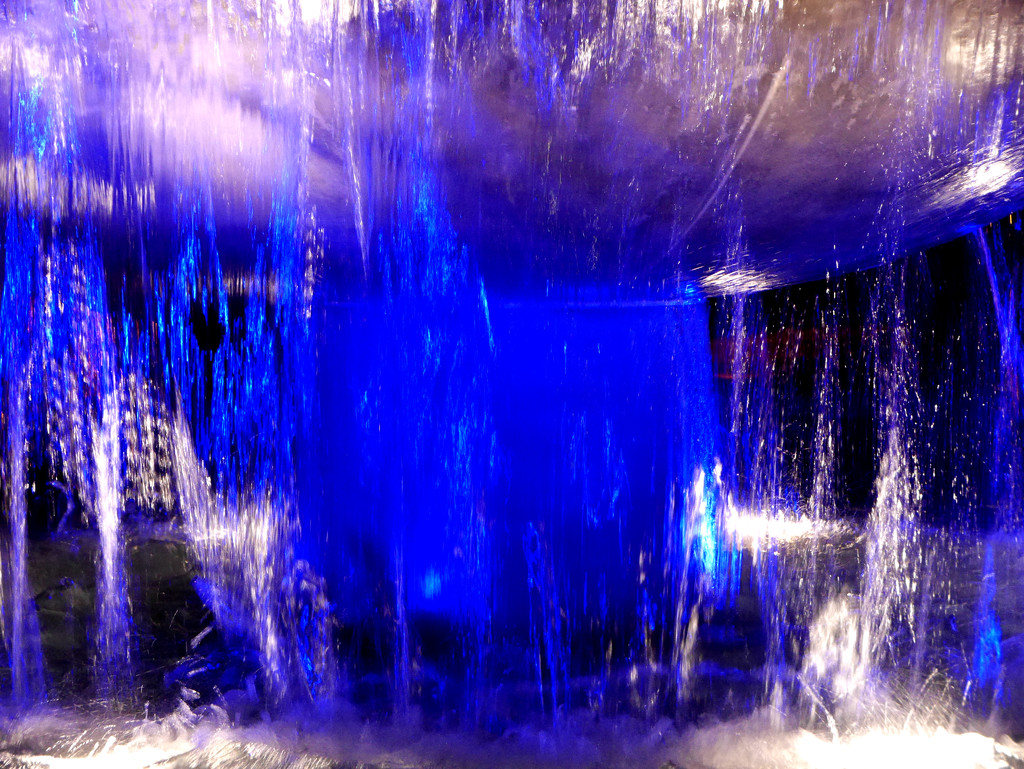 Blue Lighted Fountain by gq