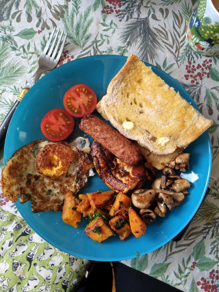 Halloumi and veggie sausage brunch by boxplayer