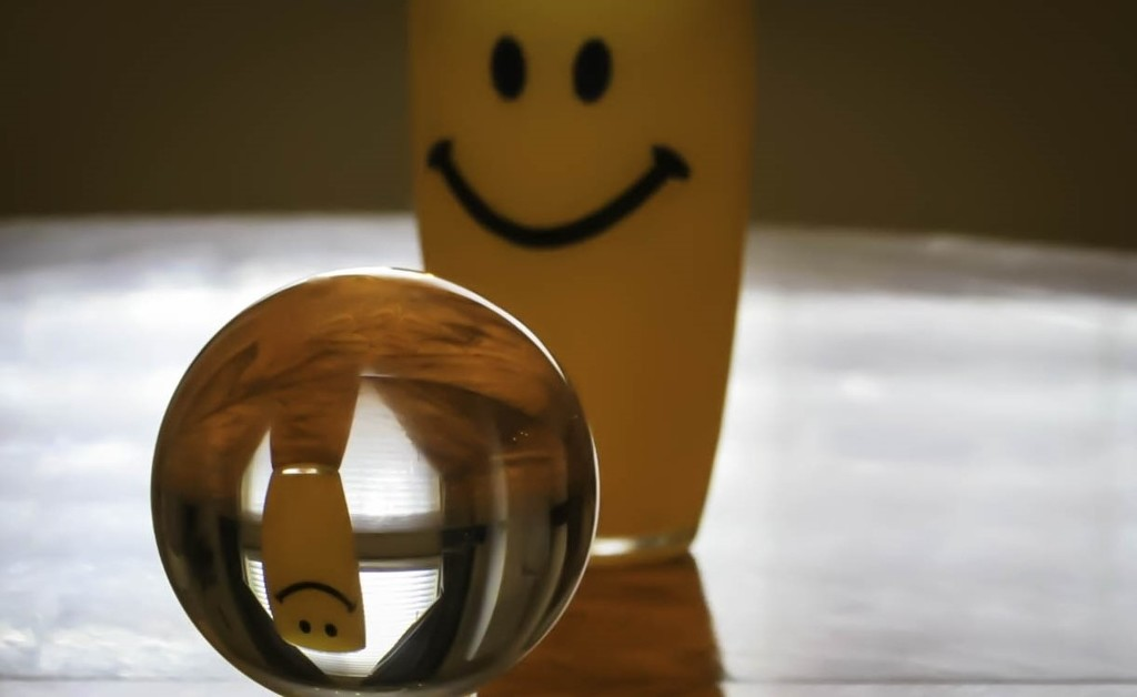 Smiley Cup and a crystal ball by mittens