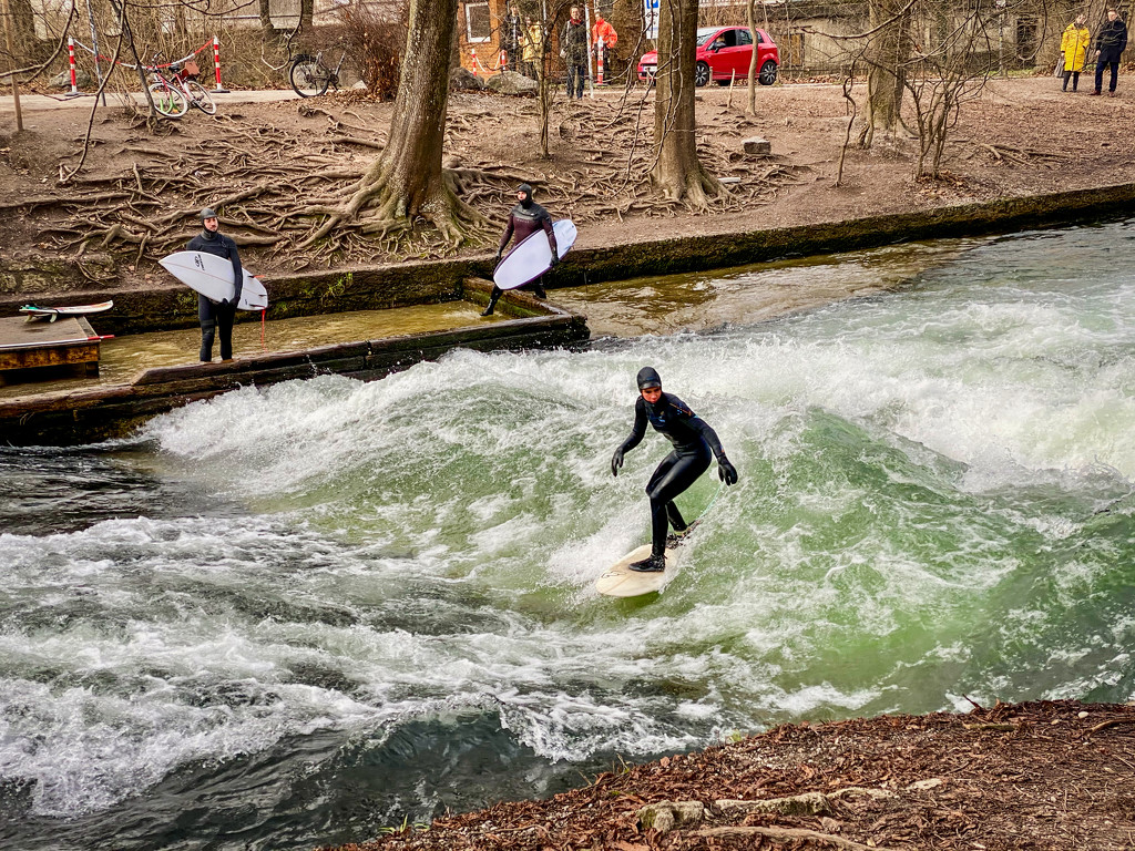 Surfing on the Isar by jyokota
