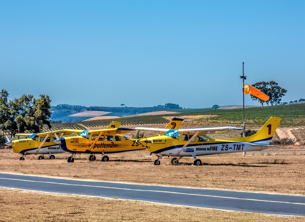 Firespotters at Stellenbosch Flying Club. by ludwigsdiana