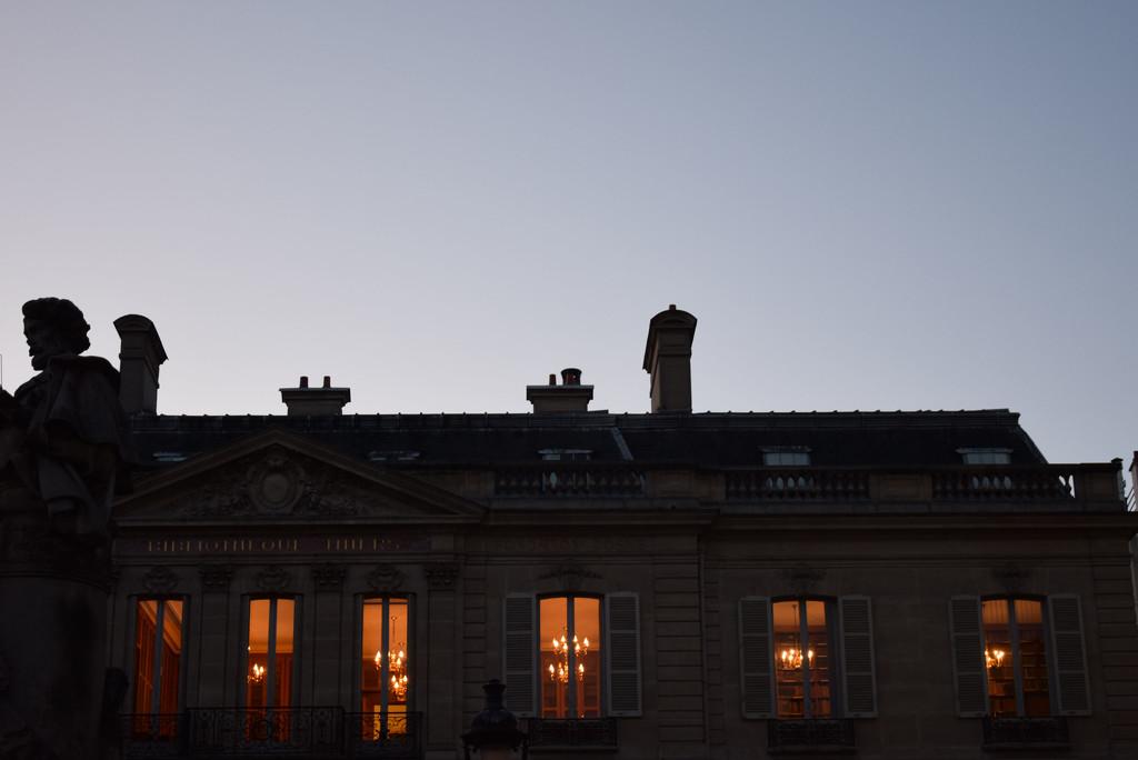 Bibliotheque Thiers  by parisouailleurs