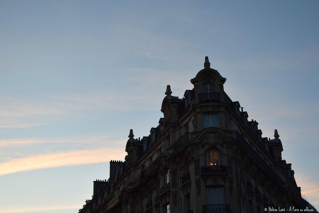 Parisian building by parisouailleurs