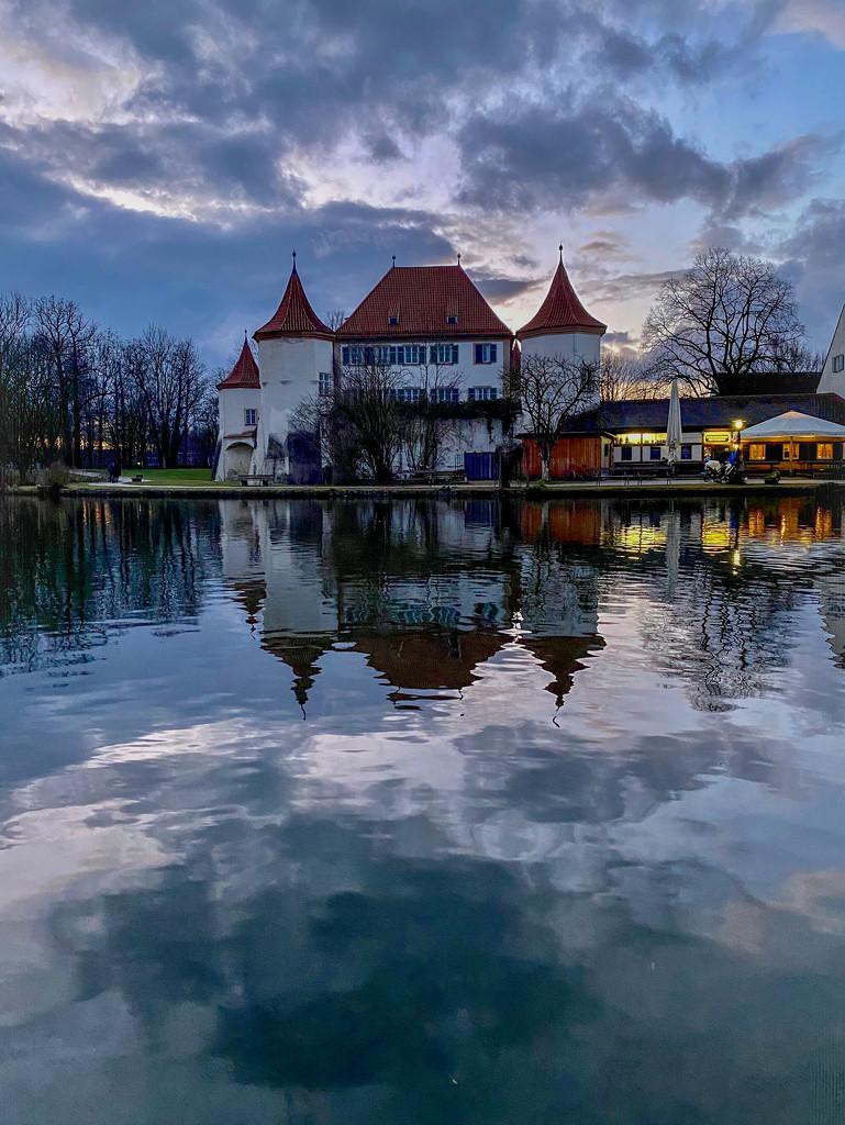 Herrenhaus in Twilight by jyokota