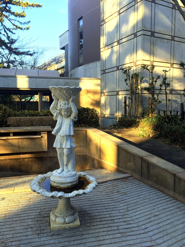 2020-01-21 Water Feature Gone Dry by cityhillsandsea