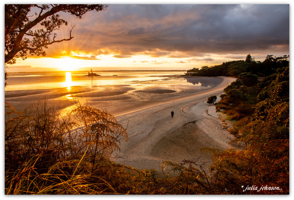 Beach to 'Herself'... by julzmaioro