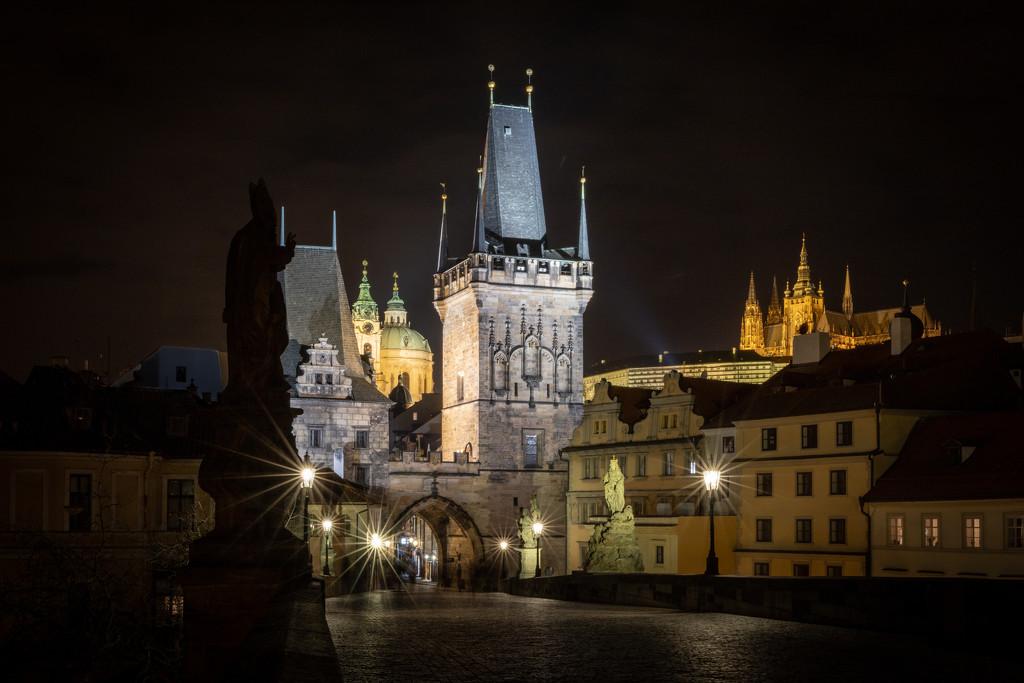 Malá Strana with Prague Castle  by jyokota
