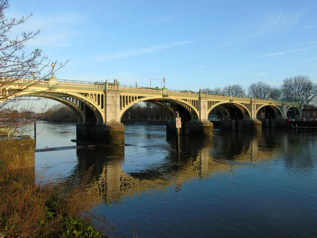 Richmond Lock in the Sun by bulldog
