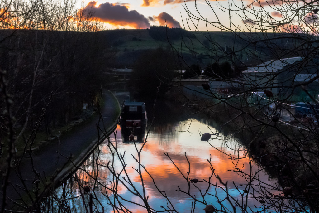 Rochdale Canal - heading for The Pennines by peadar
