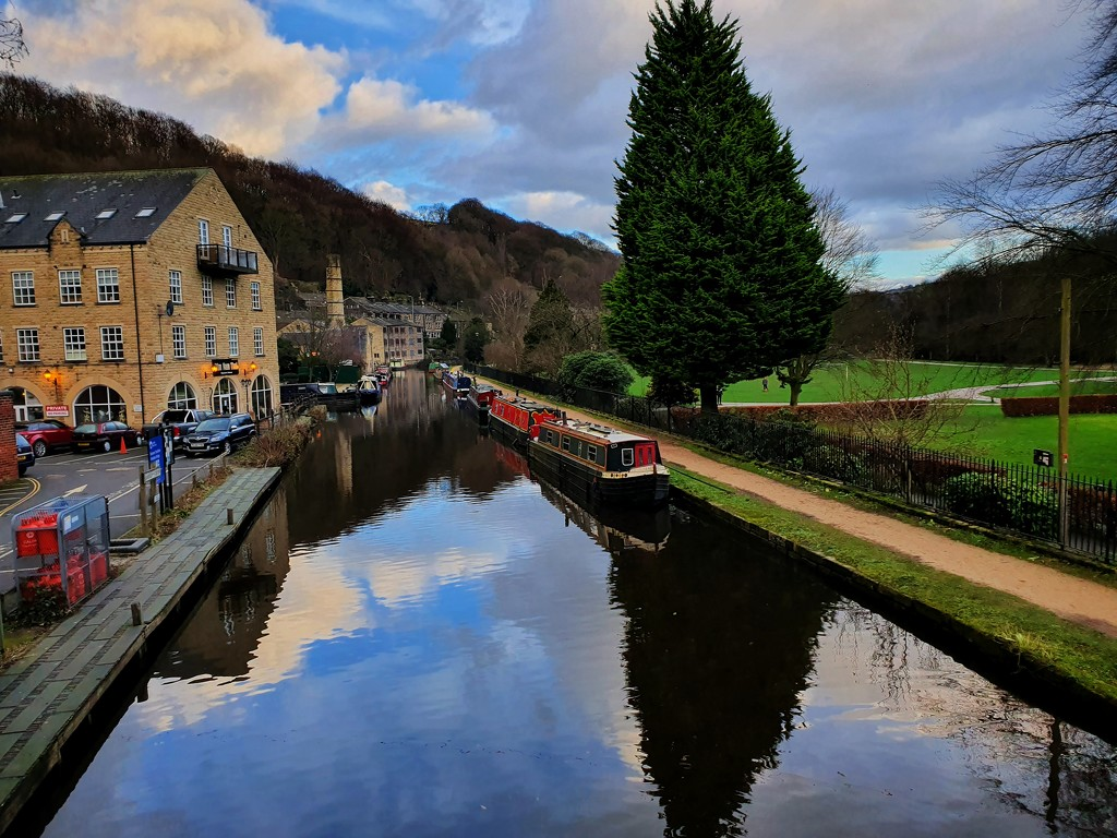 Hebden Bridge Canal by isaacsnek