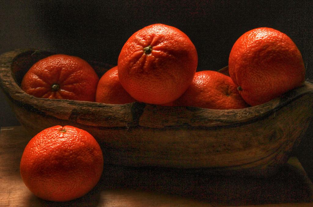 Dark Food : Bright Oranges by mzzhope