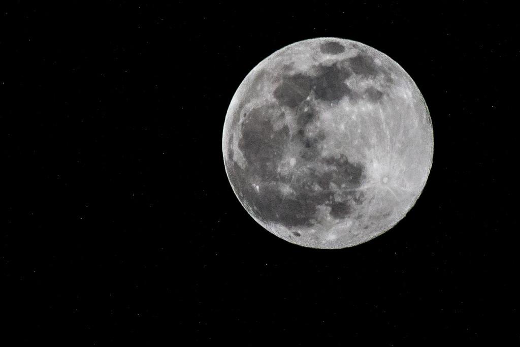 Full Moon by mallocarray
