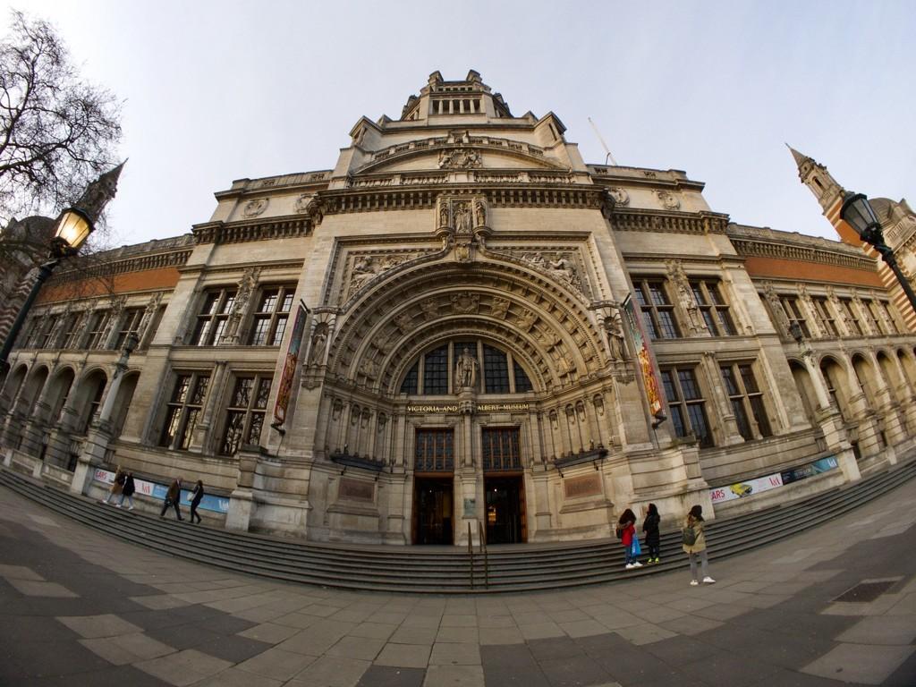Victoria and Albert Museum by bizziebeeme