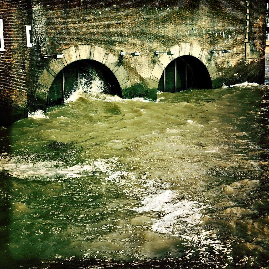 Storm Ciara and high tide by mastermek