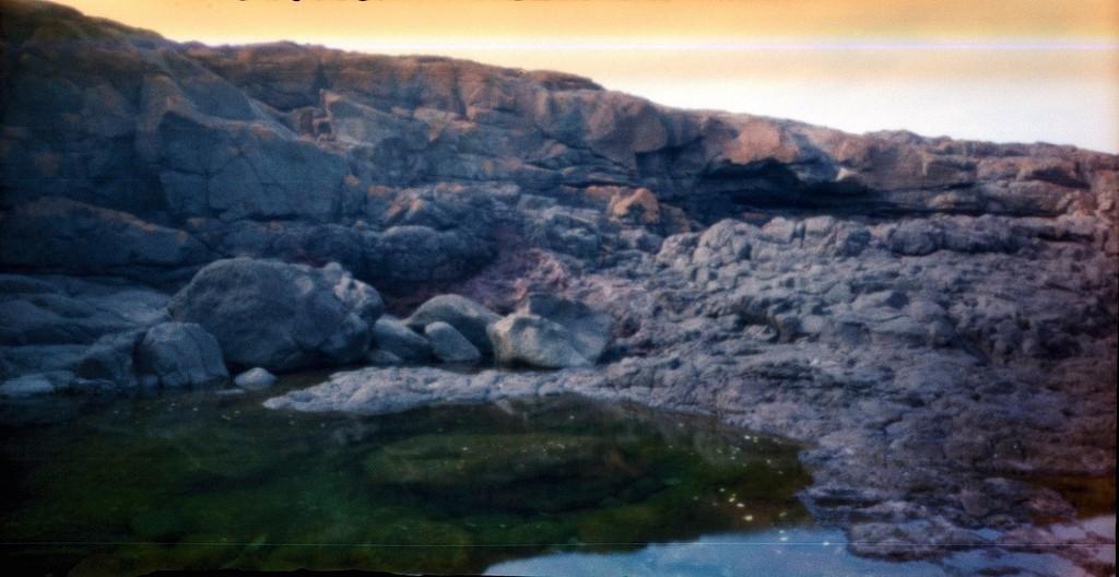 Rock pool by peterdegraaff