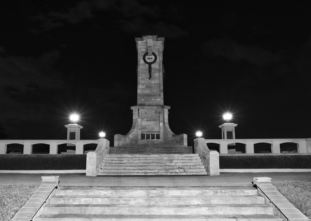 Fremantle War Memorial P2131890 by merrelyn