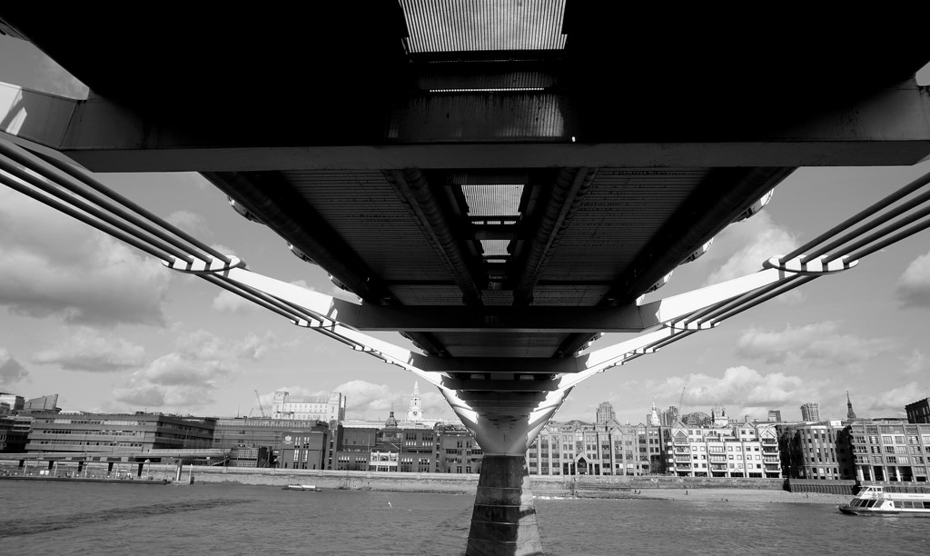 15th Feb Tate Bridge by valpetersen