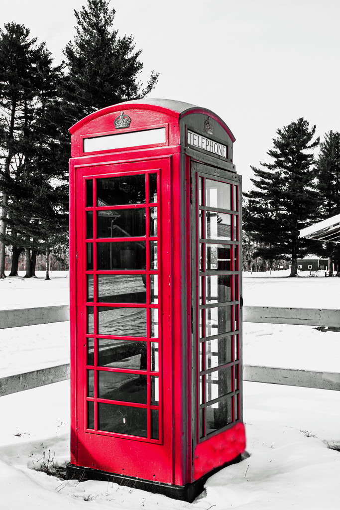 Red Telephone Booth by farmreporter